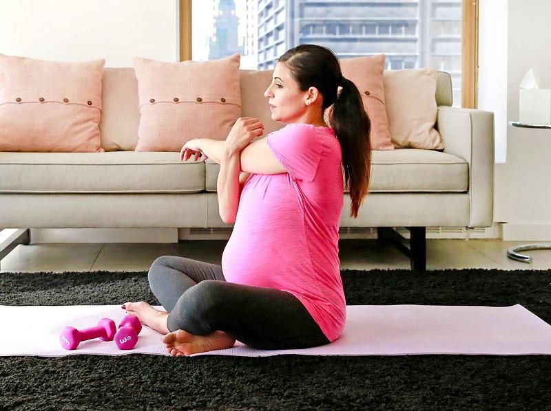 Mom doing exercice