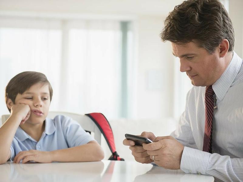 dad-looking-at-phone-habits