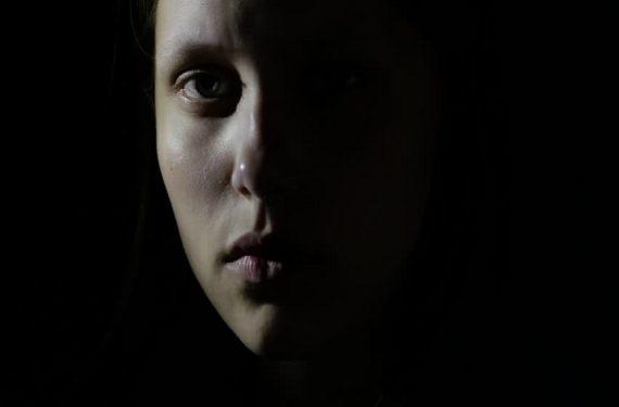 woman-darkness-catcalling