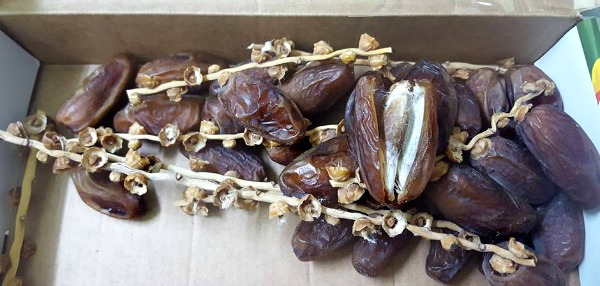 Dates are great for adding to milk for a power Sahur drink. Depending on the dates you buy, some have to be presoaked in order to remove the skin. Yati prefers to use these fresh, good quality dates that are already soft.