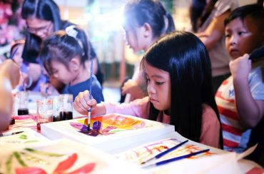 Putra Junior Club and Autsome Members had to opportunity to be creative in a Batik Painting event at Sunway Putra Mall.