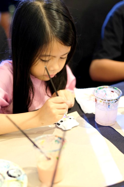 The children were also engrossed in the Ceramic Painting session which was conducted by Kraftangan Malaysia.