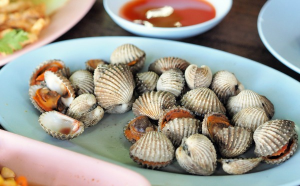 Another hot Malaysian seafood ─ a 'must-have' addition to Chow Kuay Teow, Curry Laksa and a mainstay of 'luk luk' stalls ─ cockles or kerang (in Malay) or sihum (in Cantonese) should be avoided during pregnancy despite the fact that it contains vitamins and minerals. This is because our cockles are harvested from our own coastlines of Selangor, Perak, Penang and Johor. Apart from fear of toxicity absorption from pollutants, there is also the fear of Hepatitis A contamination.