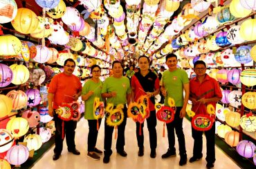 Radiance from the special 60ft Lantern Tunnel with (from left) Hasree Khaw, Stella Chin, Raymond Chin, Danny Lee, Dato' Tan and Darren Lau.