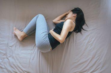 woman is having abdominal cramp
