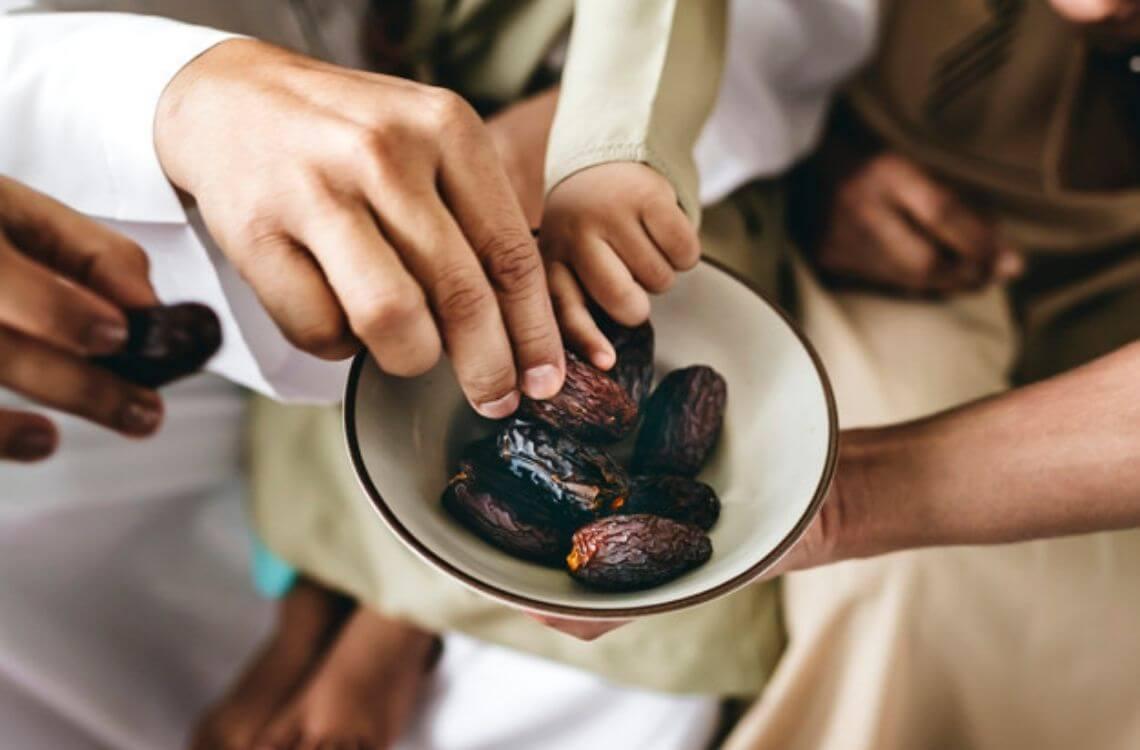 ramadan-dates-sharing-activities-iftar