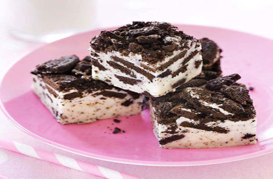 3 pieces of cookies and cream fudge on a plate