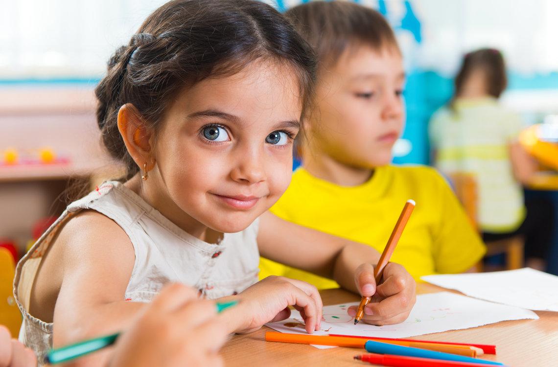 kanak-kanak di sekolah